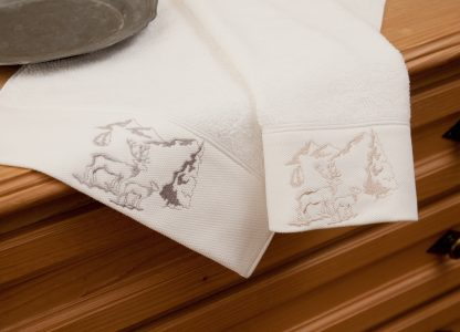 Handtuch Landliebe Alpenidylle Geschenke Souvenit HERKA-Frottier Baumwolle cotton terry towel gift guest embroidery stick frottee Made in Austria