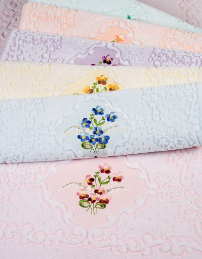 Handtuch Victoria Stick Veilchen BlumenHERKA-Frottier Klassik Bad Geschenke Souvenir Baumwolle cotton terry towel embroidery flowers bath gift Frotee Made in Austria sustainable Nachhaltigkeit